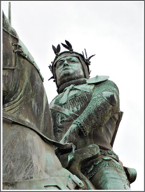 La statue de Bertrand Duguesclin à Dinan (22)