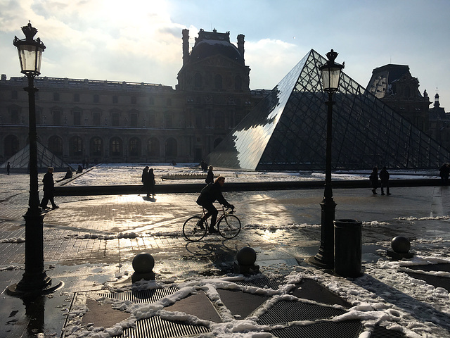 Paris : Le Louvre
