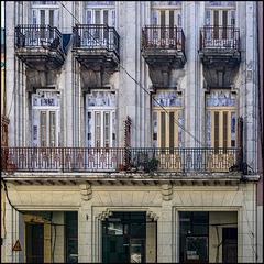 Reina - Edificio Colonal