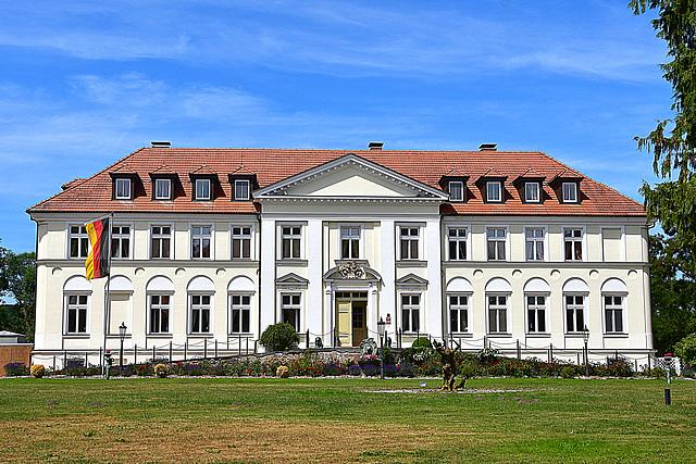 Schorssow, Seeschloss