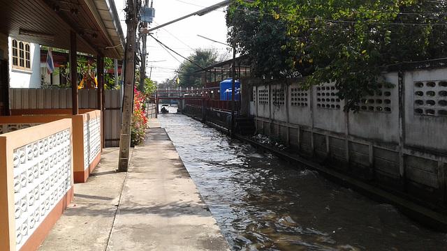 Ruelle maritime / Wet narrow street