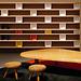 Table basse, tapis, grande bibliothèque (1954)