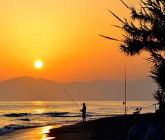 ... il y a le ciel , le soleil et la mer ...