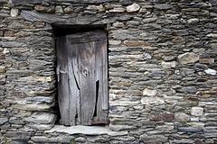 Podence, Porta frestada