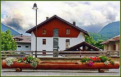 Bardonecchia : Panchina pubblica, ma anche fioriera ben curata  ! (851)