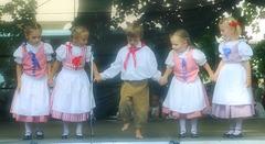 """La plej junaj membroj de la folklora ensemblo """"Písečánek"""" el Písek ☺"""