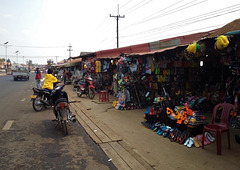 Bazar de trottoir / Sidewalk market.....(Laos)