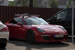Porsche mit Dachgepäckträger