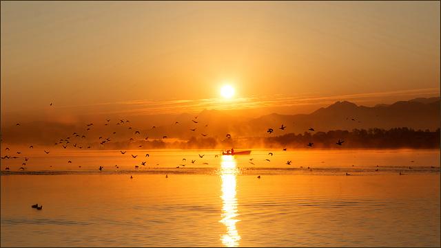 Es tagt der Sonne Morgenstrahl, weckt alle Kreatur