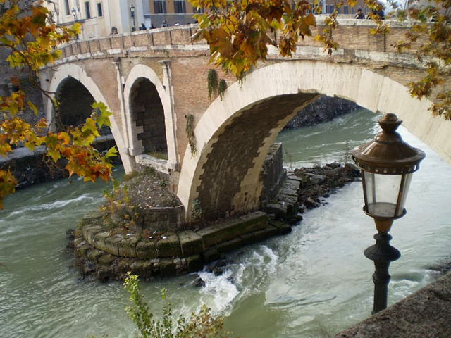 Tiber River, Fabricio Bridge (62 AD) and Tiberine Island.