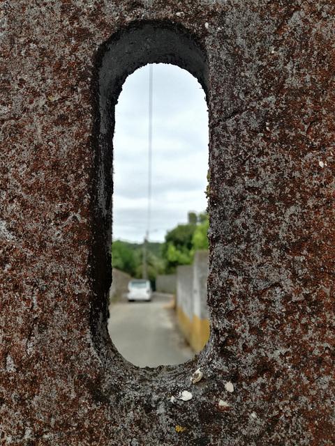 To see A-dos-Ruivos through a crack in an electricity pole