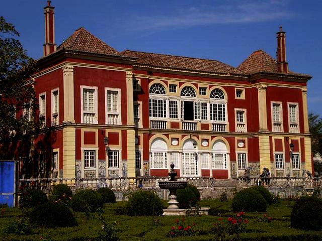Fronteira Palace - garden aisle.