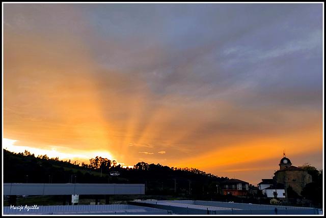 Los rayos de Zeus (Desde mi balcón) - Puesta de sol
