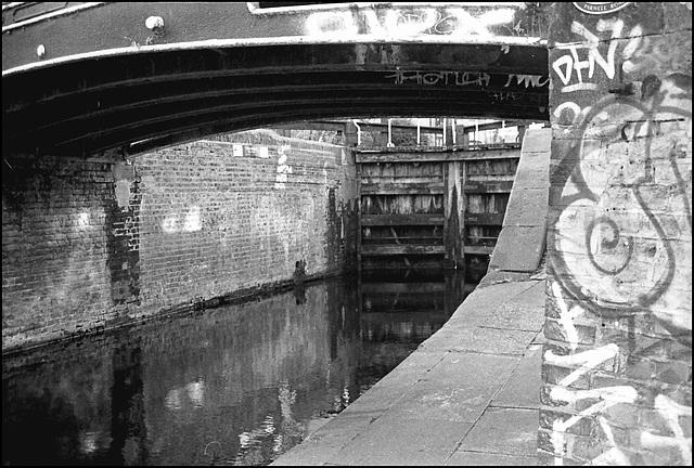 Regents Canal nr Victoria Park.