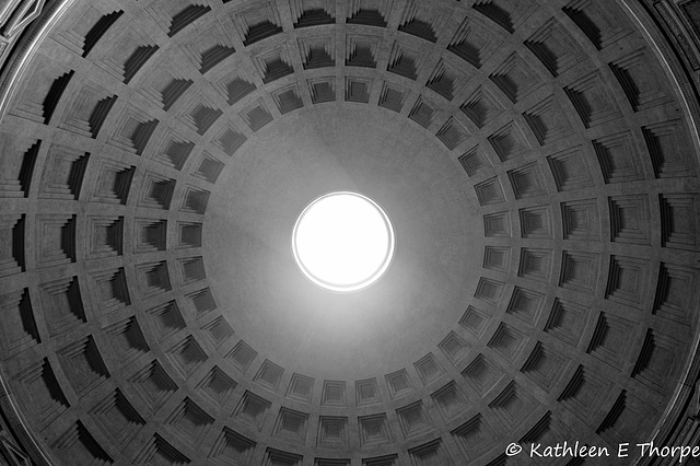 Rome - Pantheon Rotunda skylight - 052214-001