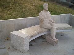Statue of Professor Agostinho da Silva.