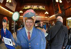 Treffen im Bahnhof Westerntor, Heidi übt schon mal  für die Abfahrt des Zuges!