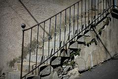 Vieil escalier de village