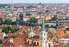 Prague, au centre le pont Charles