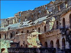 El Djem : i 4 livelli della costruzione in buone condizioni e ancora agibili