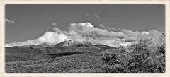 Vivès (66) 21 mai 2015. Vue sur le massif du Canigou (2784m).