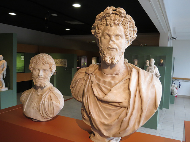 Musée de Jublains : bustes de Septime Sévère.