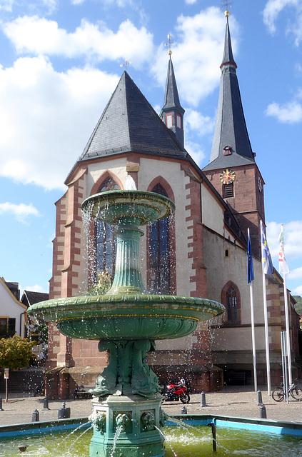 Deidesheim - Marktbrunnen und Kirche