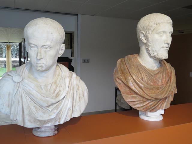 Musée de Jublains : bustes d'hommes.