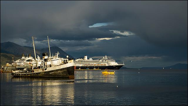 boats_and_ships_waiting