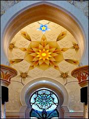 AbuDhabi : la bellezza degli interni della moskea è incomparabile con altri luoghi di culto