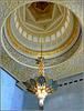 AbuDhabi : anche le cupole più piccole hanno il loro lampadario prezioso ed elegante coordinato con gli altri arredi della moskea