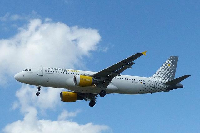 EC-HQL approaching Heathrow - 6 June 2015