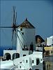 Santorini : Un dettaglio del grande mulino a vento di Oia