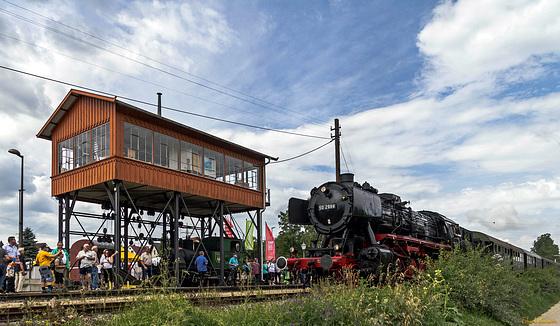 Dampflok und Reiterstellwerk