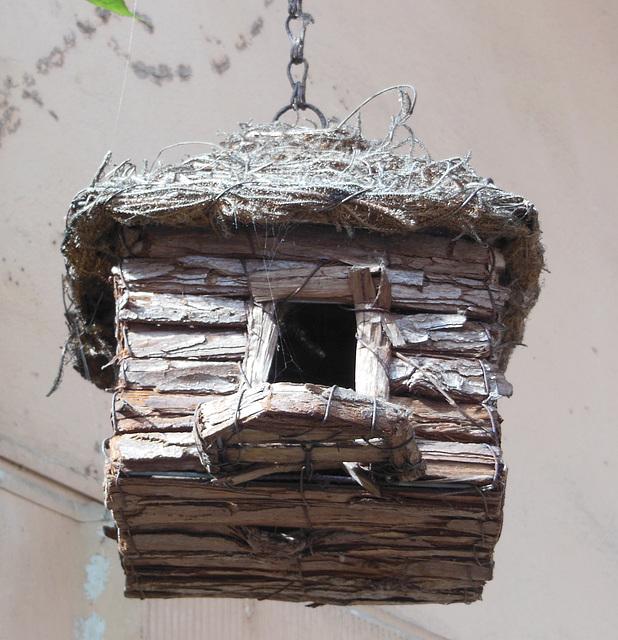 B like BIRD HOUSE