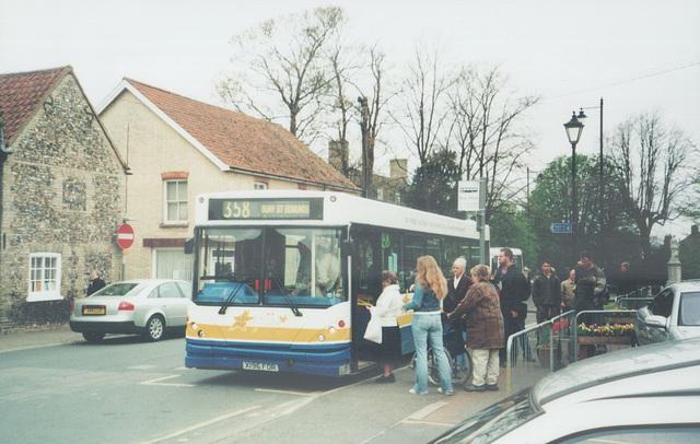 ipernity burton coaches x196 for at mildenhall 20 april 2005 544 rh ipernity com