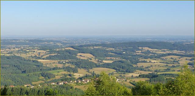 Le Charolais-Brionnais vu depuis le Mont St Cyr en Bourgogne (clic sur photo, voir note)