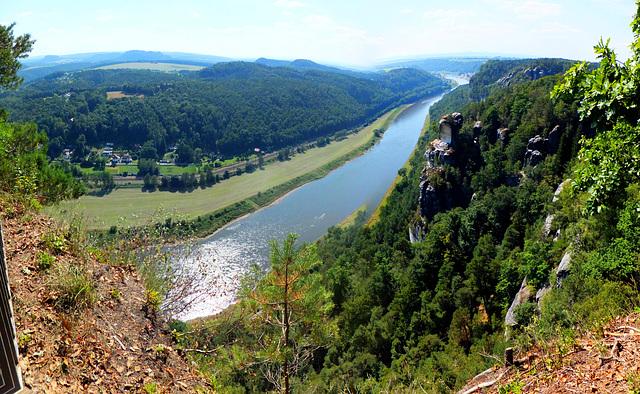 Die Elbe vom Basteifelsgebiet aus. ©UdoSm