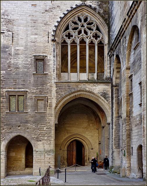 Avignon : Un altro triplice ingresso al Palazzo dei Papi