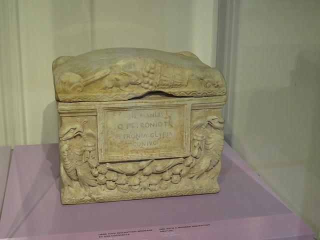 Jublains : urne funéraire (Linfert p. 26).