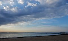 sur la plage abandonnée,
