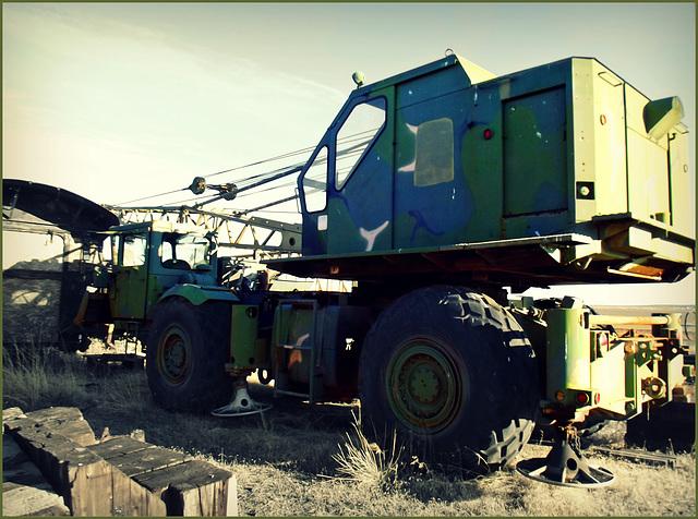 Military crane