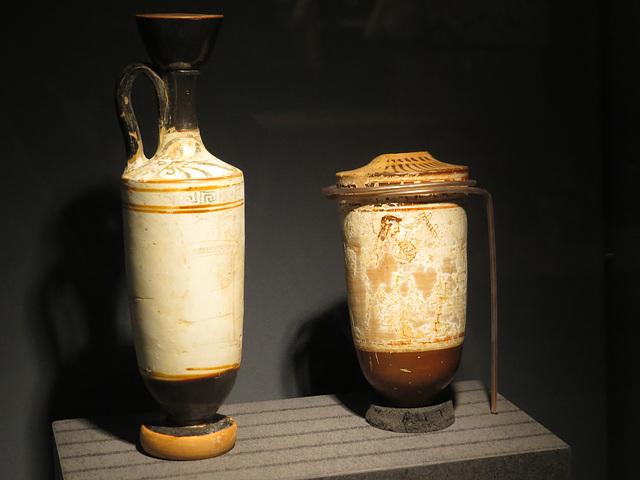 Musée de Jublains : vases grecs.