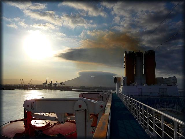 Napoli : arrivo in porto all'alba - (863)