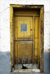 Miranda do Douro, porta amarela