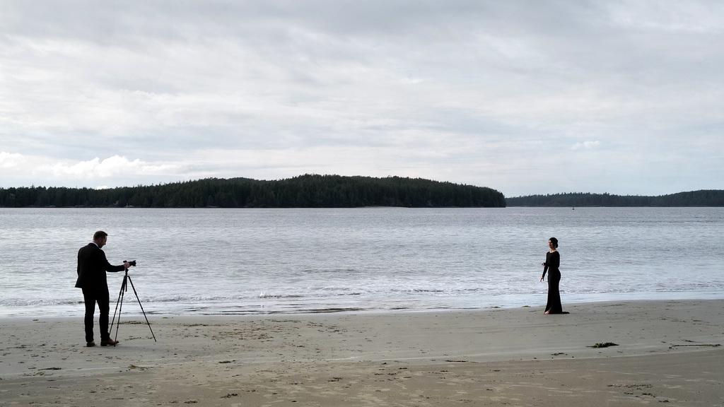 Tonquin Beach, Photographers on their wedding day