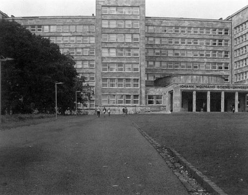 IG Farben Haus, Front, Haupteingang -- igfarbenhaus-0001