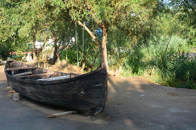 Украина, Вилково, Лодка в ремонт / Ukraine, Vilkovo, Boat for repair