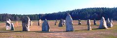 Energia ŝtoncirklo apud la vilaĝo Holešovice - nomata Sudbohemia Stonehenge