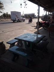 Pause moto à l'ombre / Shady motorbike break (Laos)